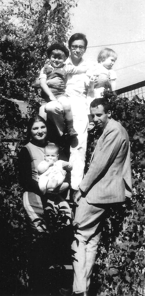 Margaret Randall, Sergio Mondragón, and children with Miguel Grinberg (Mexico City, 1965)